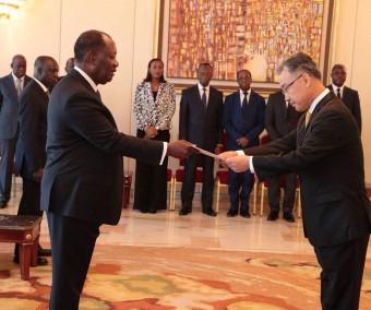 5 nouveaux ambassadeurs auprès d' Alassane Ouattara
