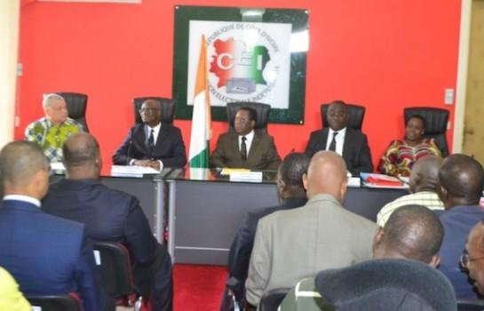Youssouf Bakayoko et les membres de la CEI.