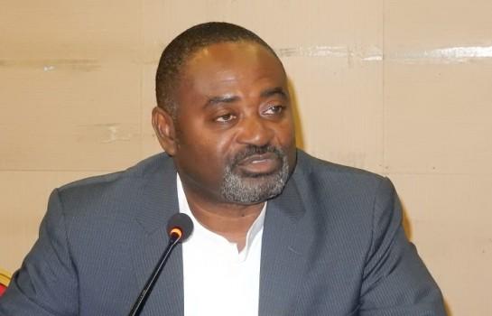 L'ancien ministre ivoirien Gnamien Konan lors d'une conférence de presse