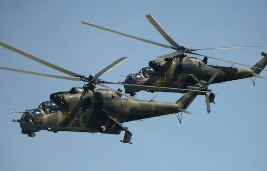 Deux avions MI-24 survolant le ciel de Bouaké