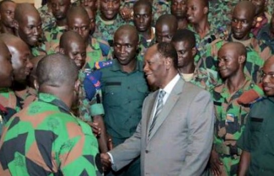 Alassine Ouattara et des militaires ivoiriens