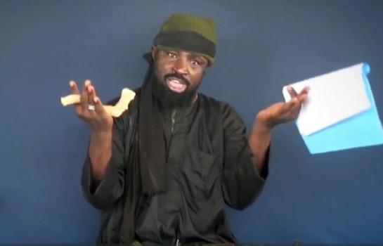 Abubakar Shekau, chef de Boko Haram, prononçant des menaces lors d'une vidéo