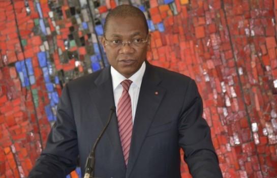 Le ministre Bruno Koné lisant lecommuniqué du Conseil des ministres