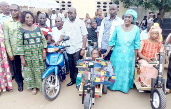 La deputée Jeanne Peuhmond soulage les handicapés d'Abobo