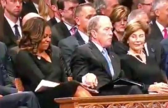 George W. Bush-donne un bonbon à Michelle Obama