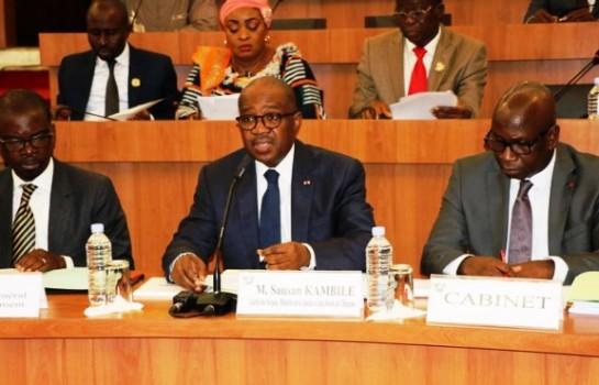 Sansan Kambilé, le ministre de la Justice, devant les Députés