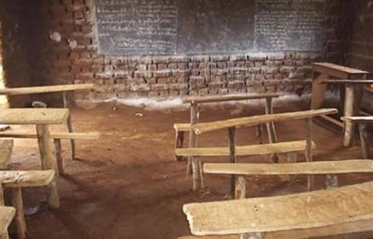 Ecole en terre battue à Goréké
