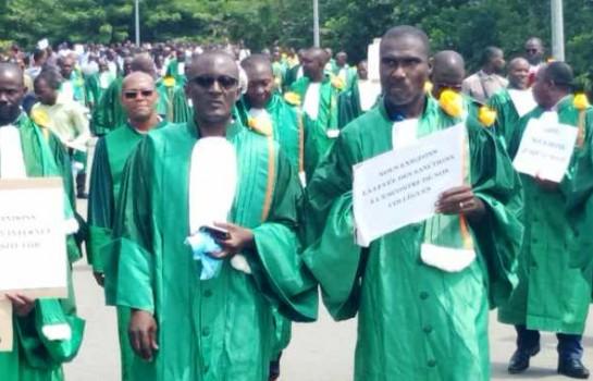 La marche verte des enseignants à l'Université FHB