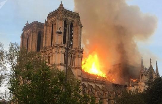Notre Dame de Paris a été la cible des flammes dévastatrices