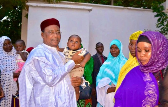 Au Niger, le président a reçu les veuves des militaires tués