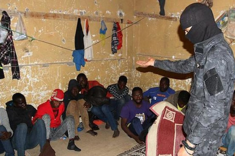 Des migrants africains vendus comme esclaves en Libye