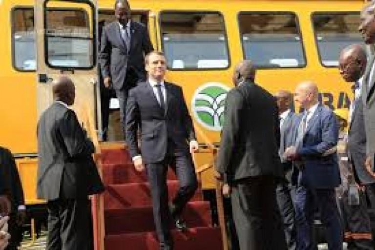 Métro d'Abidjan - Emmanuel Macron et Alassane Ouattara
