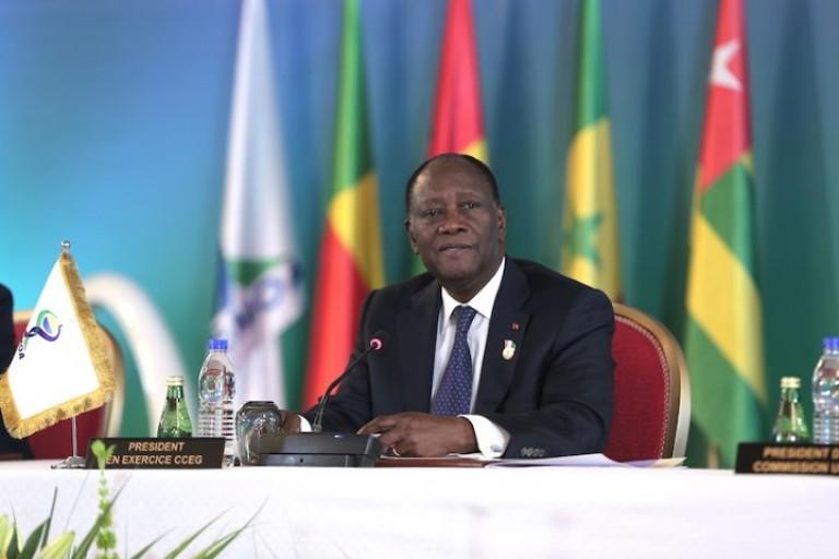 Le Président Alassane Ouattara lors d'une conférence de l'UEMOA