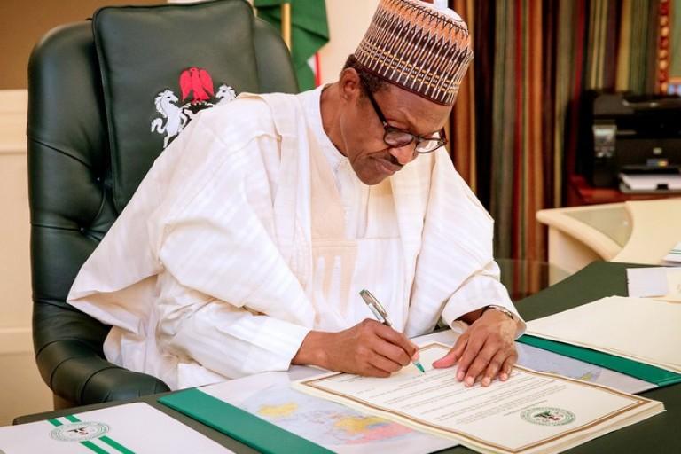 Nigéria: le président Buhari signe des accords de services aériens avec 05 pays