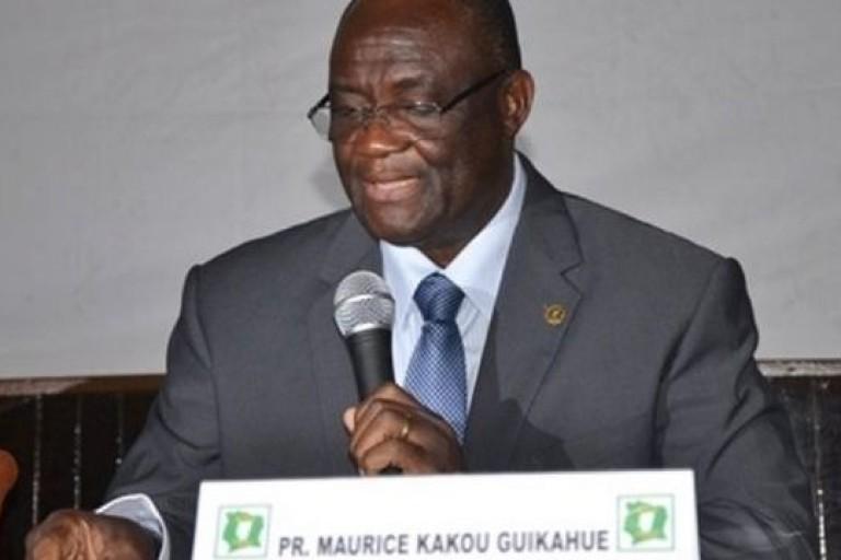 Maurice Kakou Guikahué s'adressant aux militants du PDCI lors d'un rencontre à Abidjan