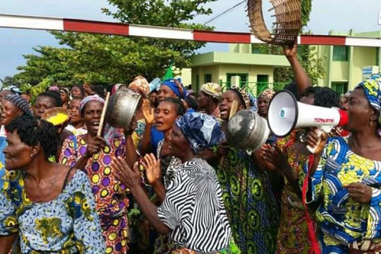 Des femmes protestent contre la gestion de Patrice Talon