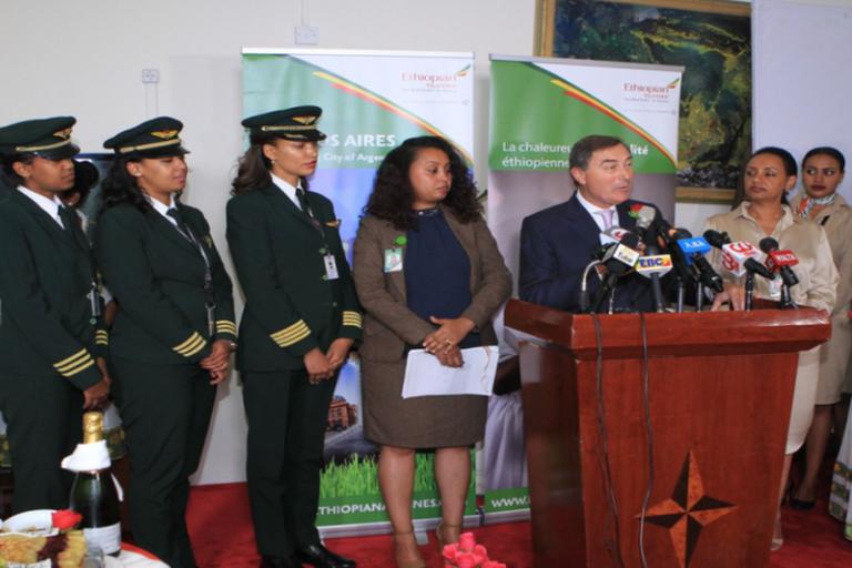Ethiopian Airlines atterrit à Buenos Aires, un équipage féminin pour le vol inaugural