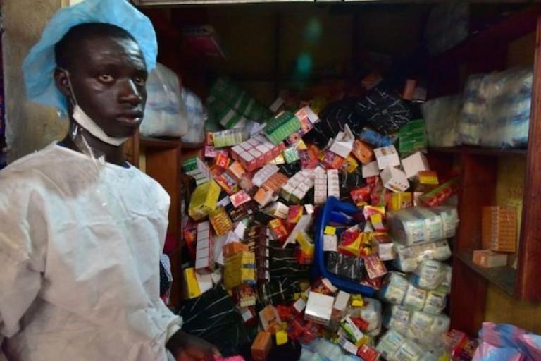 des stocks de faux médicaments découverts par la police au Nigeria