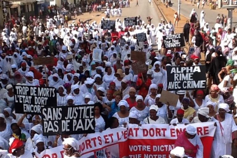 Des femmes manifestant contre le régime Alpha Condé