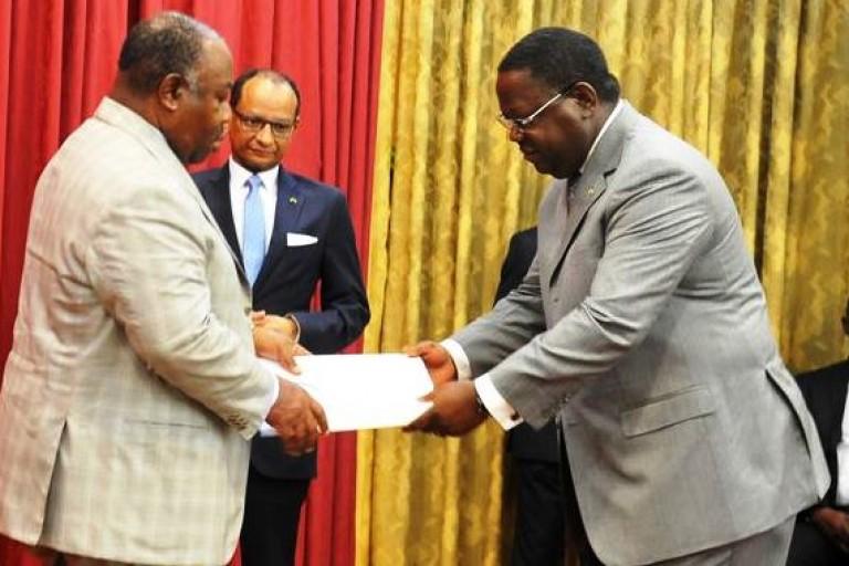 Le PM Issoze Ngondet remet sa démission à Ali Bongo