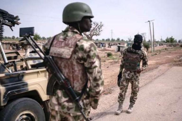 Des soldats nigérians fuient devant Boko Haram