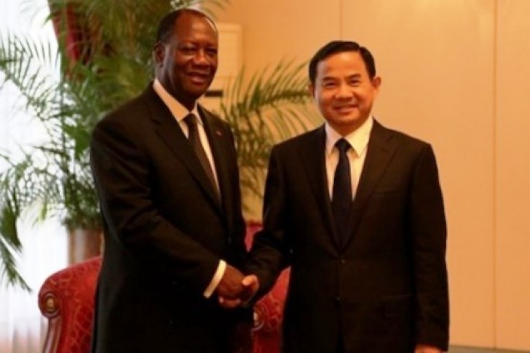 Alassane Ouattara et l'ambassadeur de Chine en Côte d'Ivoire