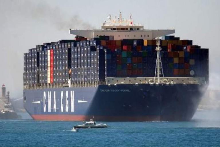 Le plus grand porte-conteneurs au monde