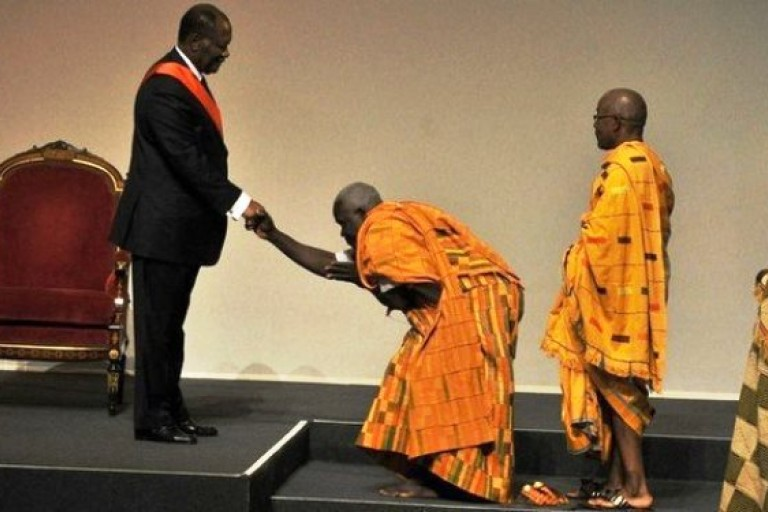 Alassane Ouattara et les chefs traditionnels Baoulé