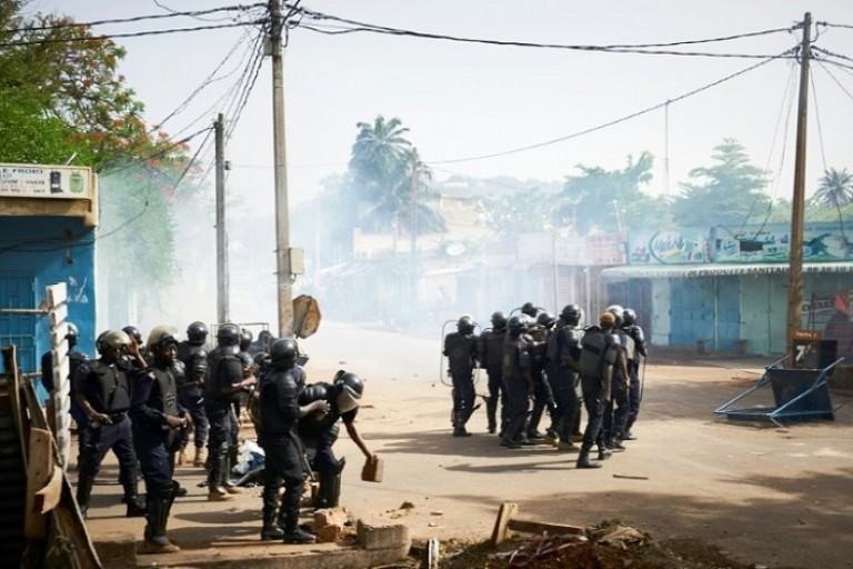 Découpage administratif, la police agze des manifestants