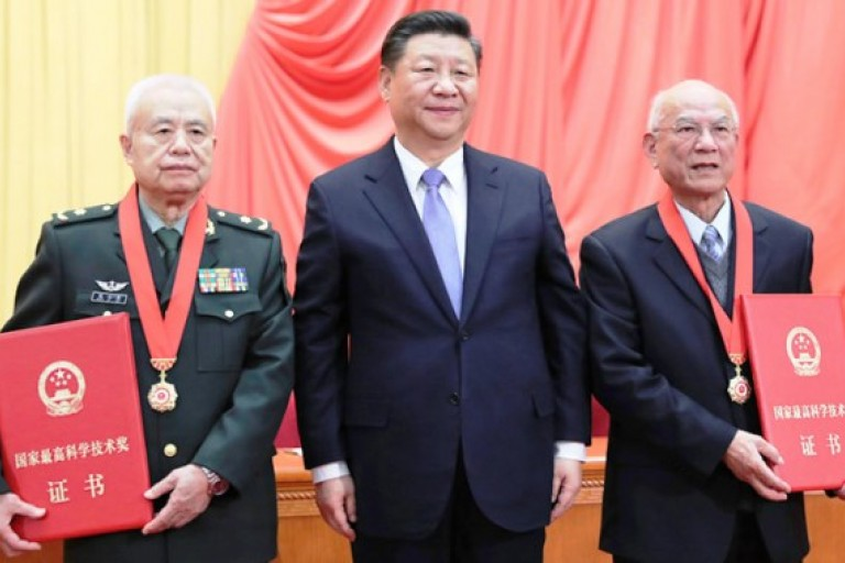 Xi Jinping récompense des scientifiques chinois