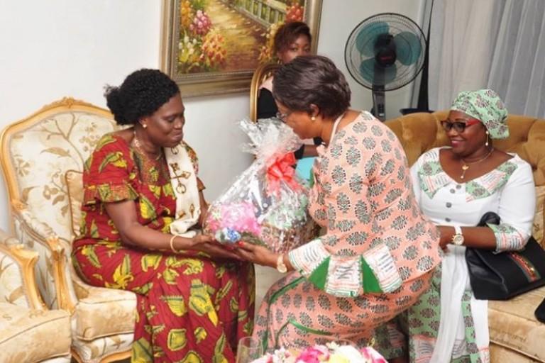 Simone Gbagbo et la délégation de la ministre de la femme