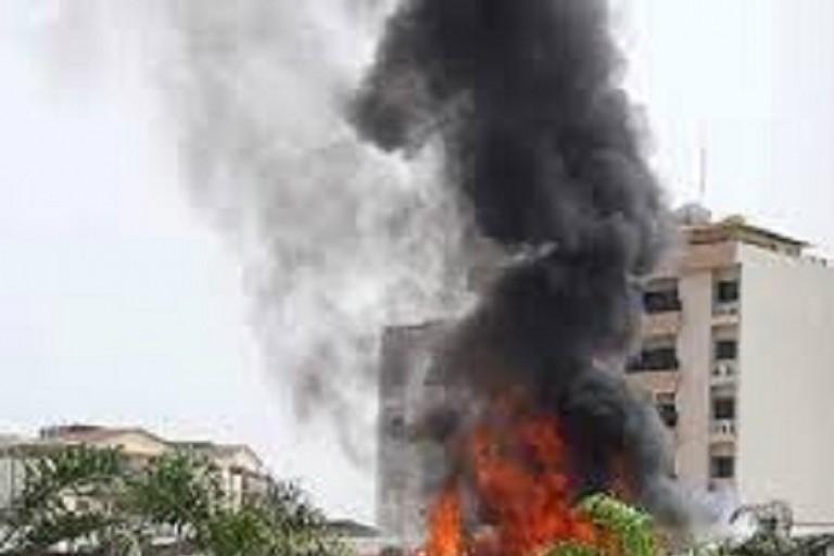 Un violent feu a emporté  un entrepôt