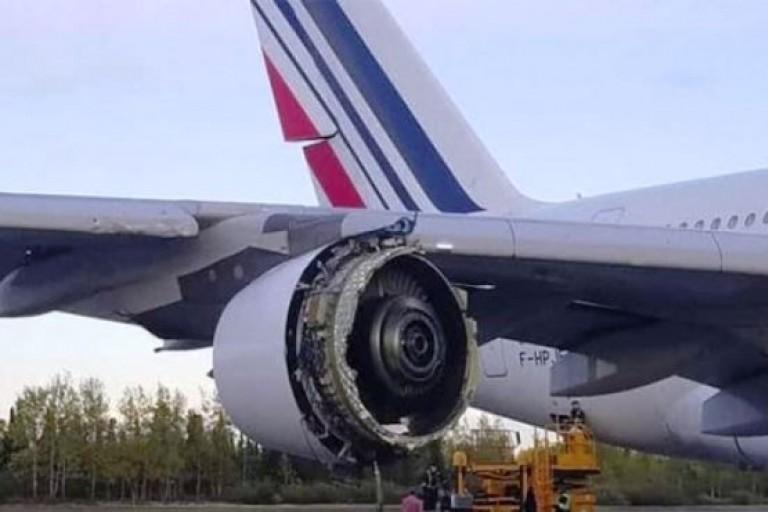 Un réacteur d'un avion d' Air France prend feu en plein vol