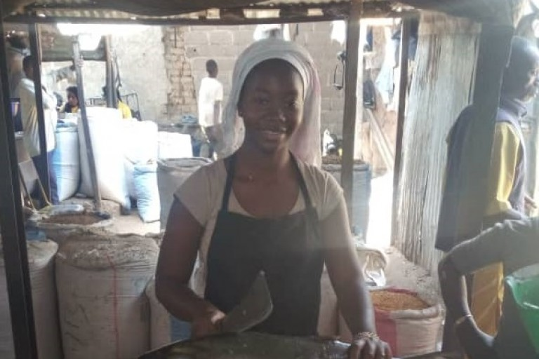 Kadi, étudiante et vendeuse à Bamako