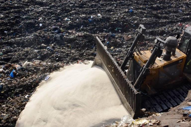 Un partie du riz avarié a été détruite, hier