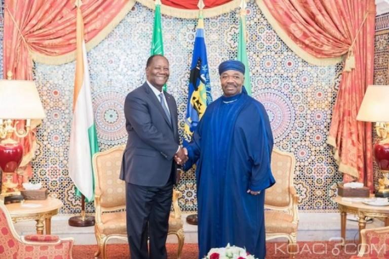 Alassane Ouattara pose avec Ali Bongo