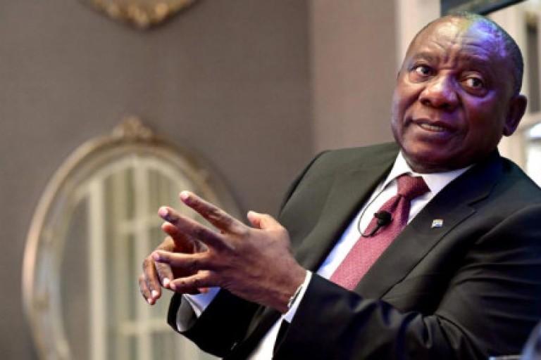 Cyrille Ramaphosa hué aux obsèques de Robert Mugabe.