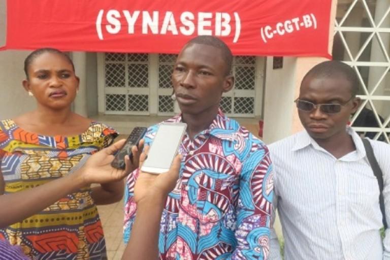 Au Burkina Faso, les secrétaires menancent