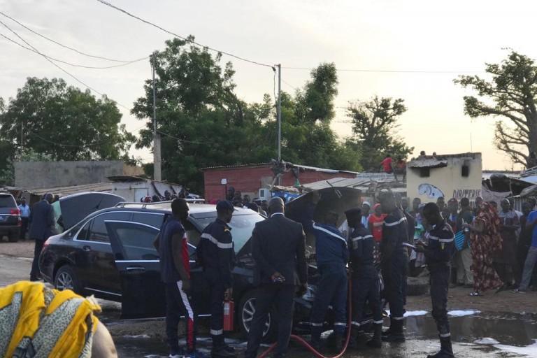 Le véhicule de Macky Sall a pris feu