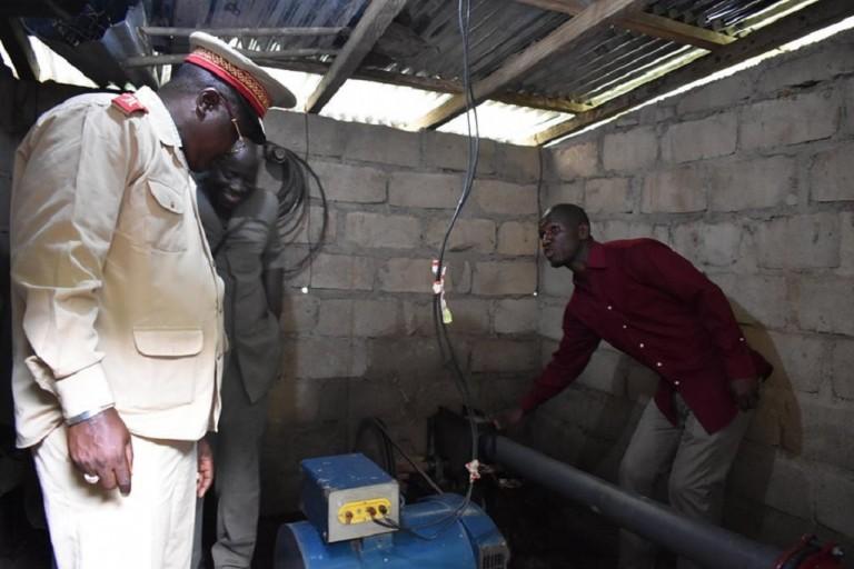 Ibrahima Tounkara présente son barrage.