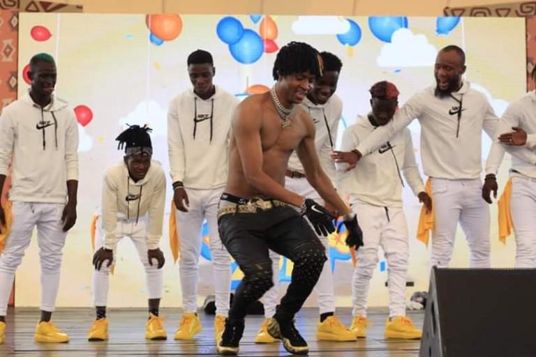 Safarel Obiang en pleine scène