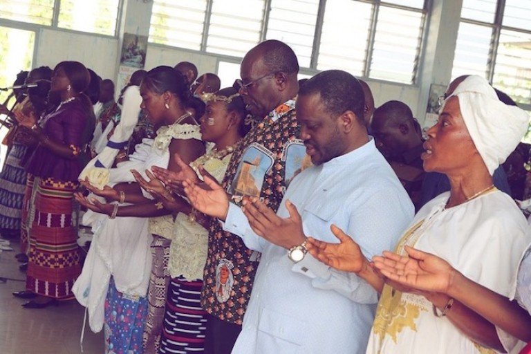 Guillaume Soro et ses frères chrétiens prient pour la paix en Côte d'Ivoire