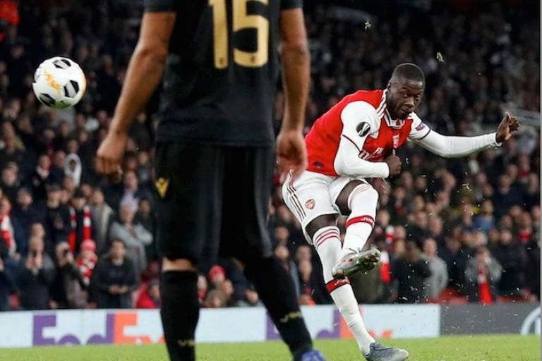 Arsenal, Doublé de Nicolas Pépé sur coup de pied arrêté.