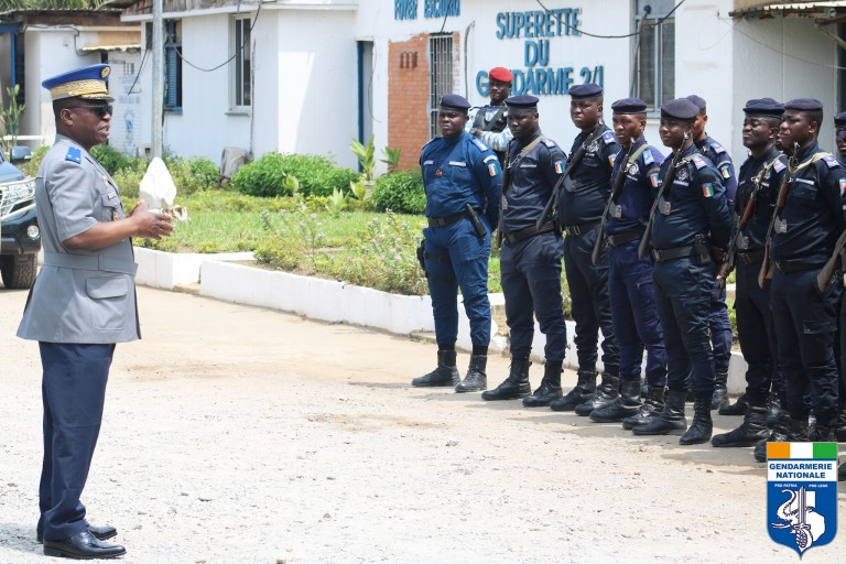 Le général Apalo Touré a présenté ses condoléances à l'ensemble du personnel de la gendarmerié nationale ainsi qu'à la famille biologique du gendarme décédé à Aboisso