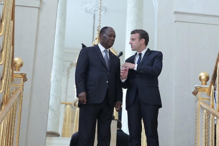 Alassane Ouattara et Emmanuel Macron sur le Perron de l'Elysée