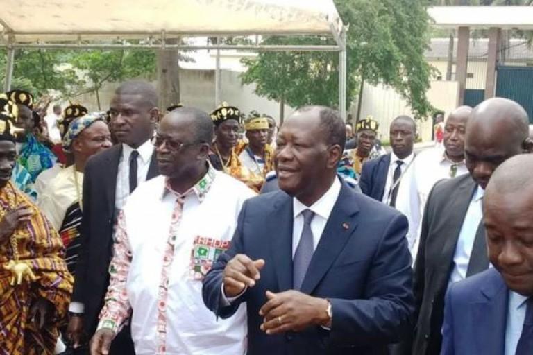 Alassane Ouattara devant les chefs baoulé de Yamoussoukro