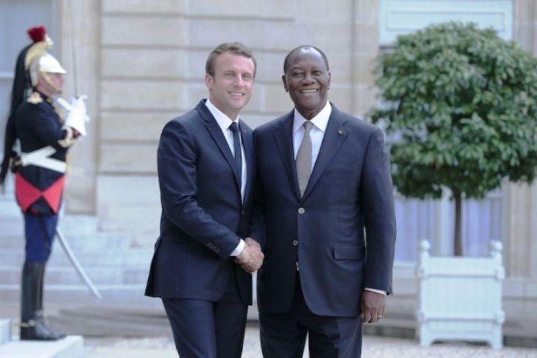 Le président Emmanuel Macron à gauche sera Abidjan du 21 au 23 décembre prochain