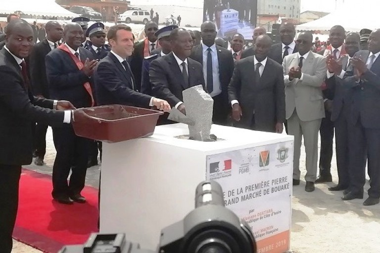 Emmanuel Macron procède à la pose de la première pierre du Marché de gros de Bouaké