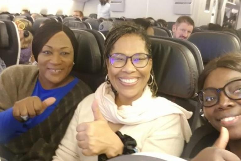 Nathalie Yamb dans l'avion qui la ramène à Zürich