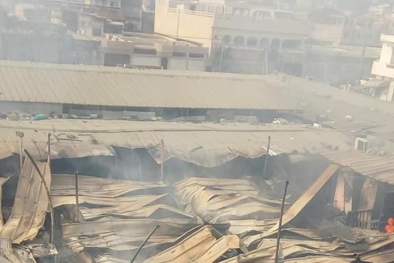 Le marché de la Riviera Palmeraie en feu, la toile s'enflamme